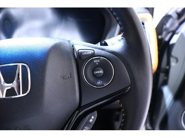 【クルーズコントロール】 高速道路のような加速/減速の少ない自動車道などで、定速運転をするときにアクセルペダルを踏まなくても車速を一定に保つための機能です。