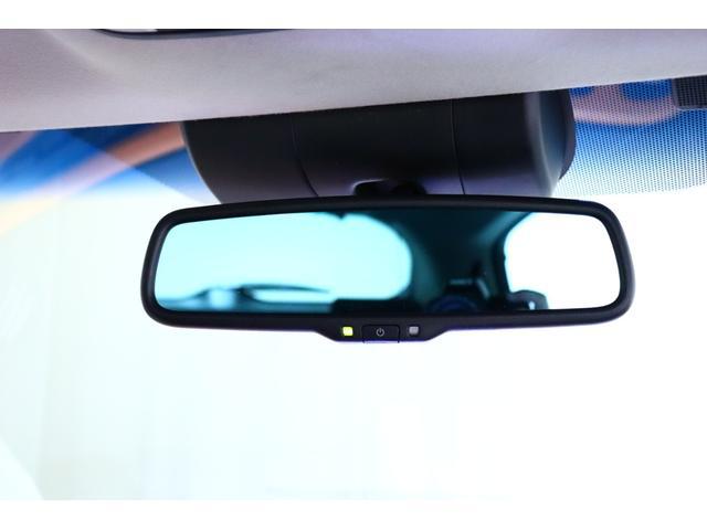 【自動式防眩ミラー】 夜間走行時、後続車のヘッドライトの反射を自動的に弱めることのできるミラーです◎