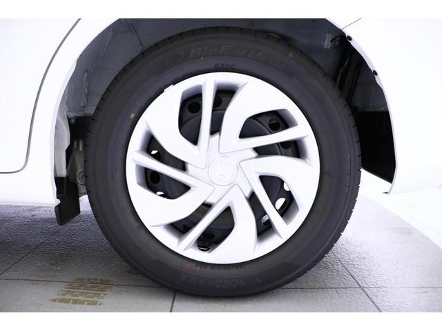 ■良好な前方視界!運転席からの見上げ角度が広がり、爽快な前方視界を実現しています。また、三角窓やフロントピラーなどにより、斜め前方の視界も良好です♪