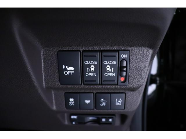 両側パワースライドドア装備です!リモコン・運転席のスイッチ操作、またはドアハンドルを少し引くだけで、リアドアの自動開閉が可能です♪