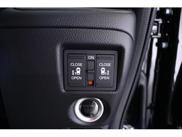 ≪両側パワースライドドア≫ 運転席側にあるスイッチ(※写真)や、スマートキーのボタン、ドアハンドルを軽く引くだけの操作でリア両側のドアが自動開閉☆荷物の多い時や、お子様を抱きかかえている時でも安心♪