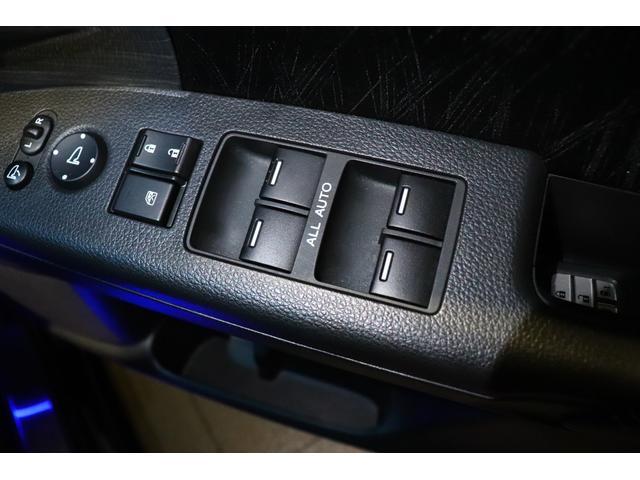 ハイブリッドアブソルート・ホンダセンシングEXパック ワンオーナー/ユーザー買取/ETC車載器/純正ナビゲーション/フリップダウンモニター/バックカメラ/純正ドライブレコーダー/HondaSENSING/LEDルームランプ/大型アームレスト(10枚目)