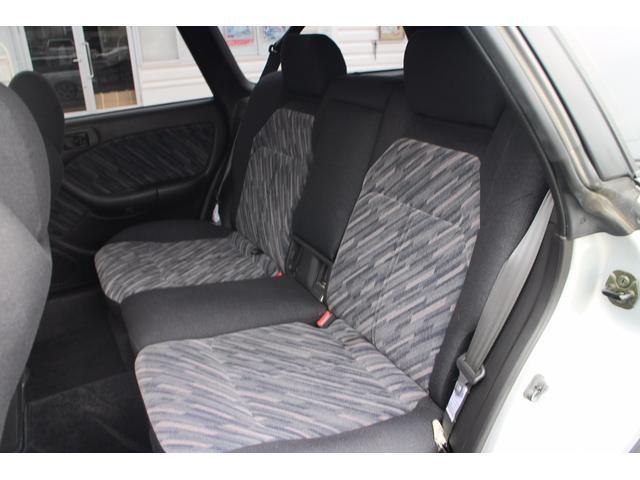 ユッタリとした後部座席はとても心地よい空間でございます!