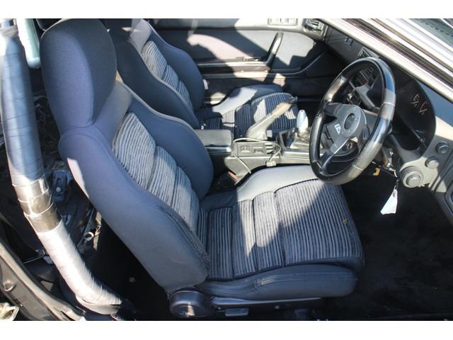 運転席のサポート部分に補修跡がございます。ご了承くださいませ。