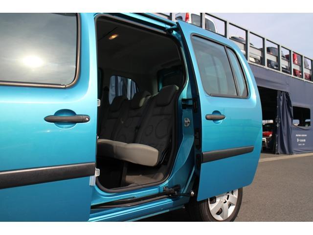 リヤのスライドドアの動きもスムーズです!開口口が低めで、お子様やお年寄りでも乗りやすい設計となっております。