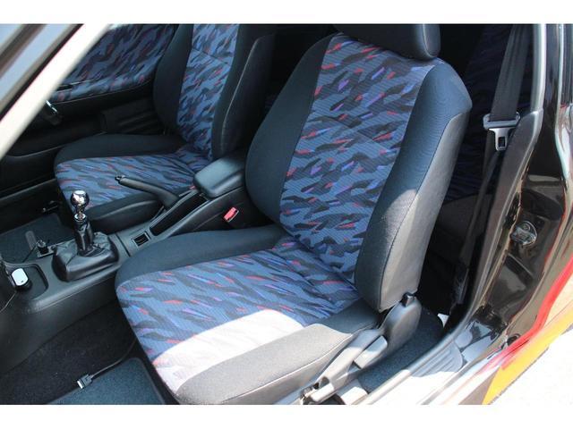 シートは、使用感も少なく綺麗な状態を保っております。