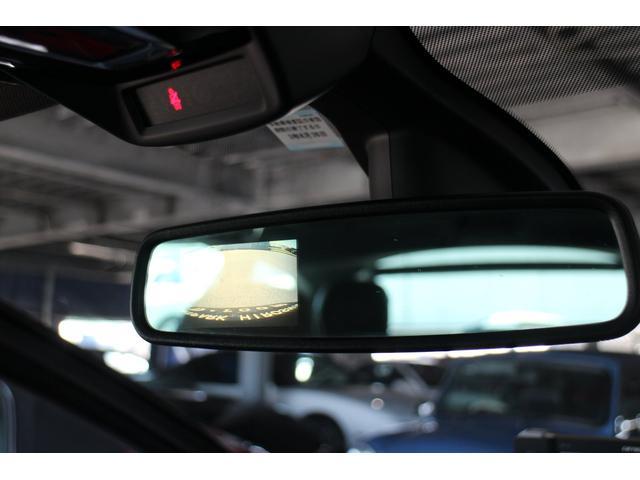 サイド&バックカメラは日本専用で、ルームミラー内に3.2インチモニターを装備しております☆
