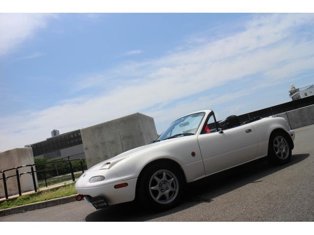 元色赤から白にオールペイント!エンジンルーム内も白にペイントされ非常に綺麗な仕上がりです!純正アルミにTEIN車高調で若干車高を落とし、綺麗なスタイルに仕上がっています!