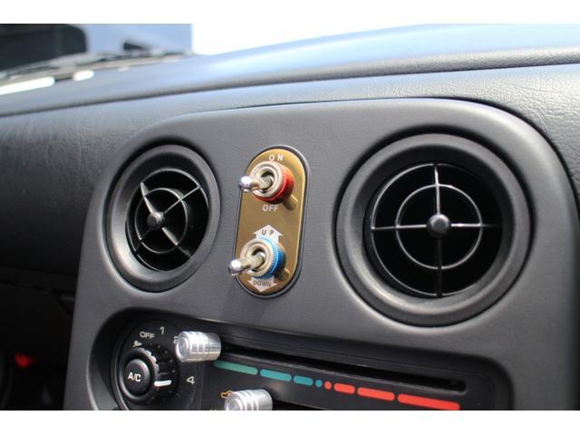 リトラクタブルライトの開閉スイッチ&ハザードスイッチをレトロな仕様に交換☆その他、パネル類も非常に綺麗です!