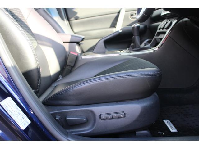 運転席はパワーシートで、細かいシートポジション調整が可能!座面の大きなへたりやスレもなく綺麗な状態です!