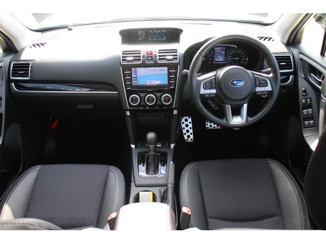 ブラックハーフレザーシート&パワーシート(フロント)&全席シートヒーターを装備しております♪シートには汚れやシミなど無く,使用感の少ない綺麗なシートです☆☆