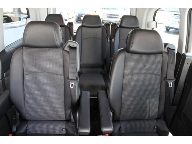 リヤは5席★各シートは取外しも可能で、オーナーの生活スタイルに合わせてアレンジが可能です!