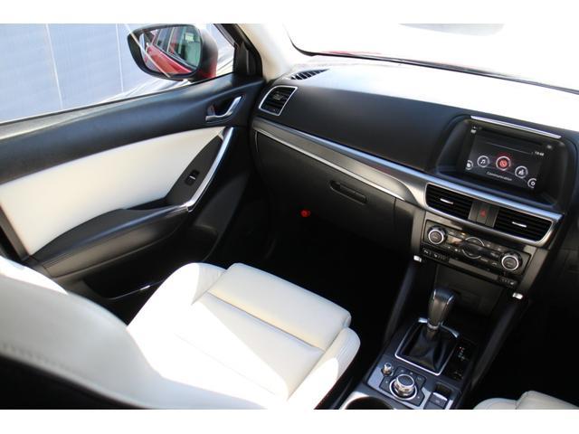 助手席にもシートヒーター装備!車内にタバコ臭やペット臭などの気になる臭いは感じません!綺麗な内装です!