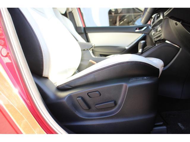 運転席にはシートヒーター&メモリー付きのパワーシートが装備されています!