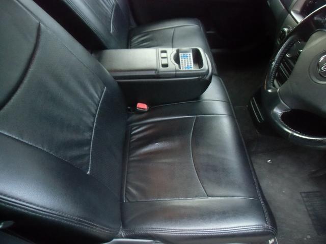 ファーストシート・高級感のある黒皮調シートカバー装着