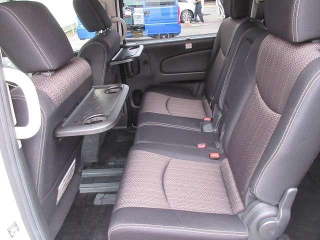 ☆運転席、助手席シートの後ろにカップホルダー付いています☆