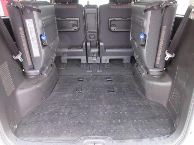 広さと使い勝手が気になるラゲッジスペース!後部座席のシートを倒せば、長さのある荷物も積むことができます!色んなシーンに応じてアレンジしてみてくださいね!