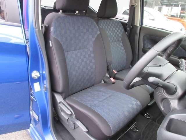 フロントシートはベンチシートとなっており、広々とした座り心地です♪ ちょっと一息の休憩もゆったりできますよ((^O^))
