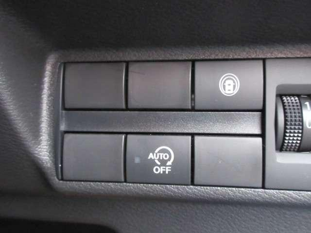 《アイドリングストップ》ガソリンを節約するために、クルマが自動的に判断してエンジンを停止するのがアイドリングストップです