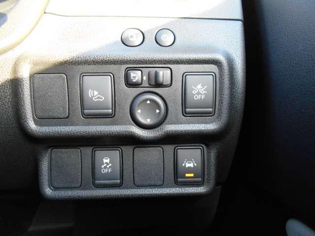 ☆エマージェンシーブレーキ装備。メーター内の警告灯とブザーで注意喚起、自動的に緊急ブレーキを作動させて衝突を回避、または衝突時の被害を軽減します☆