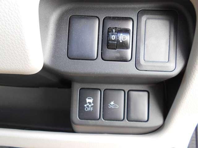 充実の安全装置でご家族の安心ドライブをサポート!エマージェンシーブレーキ&横滑り防止装置ついてます!