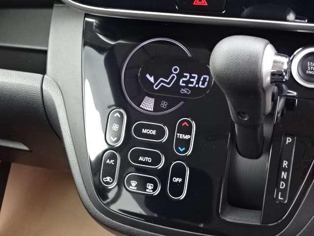 ☆ オートエアコンついてます。温度調整・風量調整も自動でしてくれますから想像以上に便利な装備なんですよ(^○^) ☆