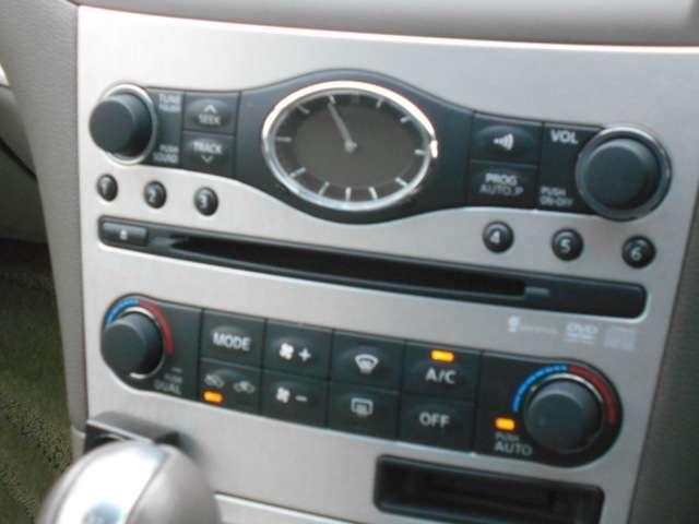オートエアコン付き♪温度調整、風量調整も自動でしてくれますから、車内はいつも快適空間でございます!想像以上に便利な装備なんですよ☆