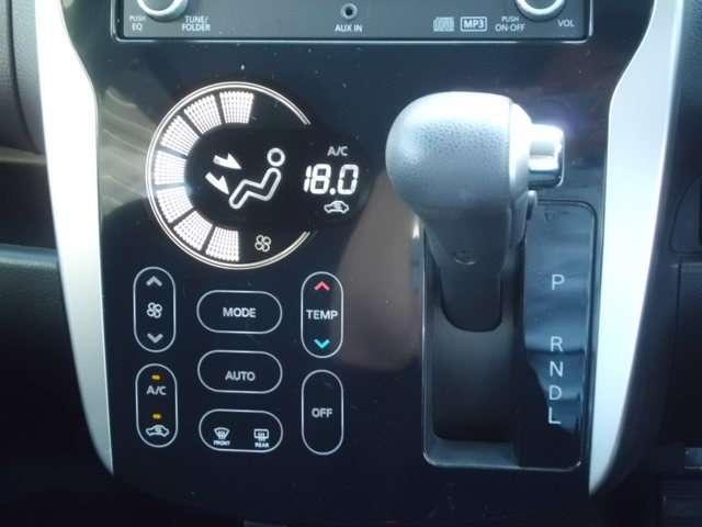 タッチパネル式オートエアコンです。