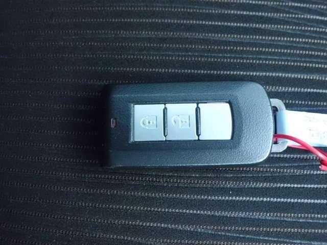 インテリジェントキーはホントに便利です♪機械的な鍵を使用せずに車輌のドアの、ロック、アンロックやエンジンの始動が可能なシステムです☆大好評ですよ☆