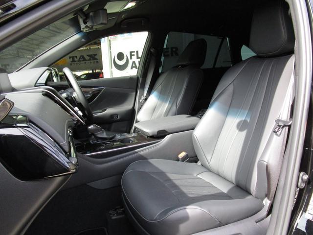 艶やかな黒が映える革シート!しっかりとしたクッション性は長距離の運転でも安心です♪