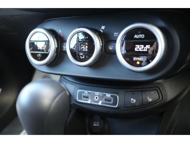 オートエアコンのコントロールは運転席助手席