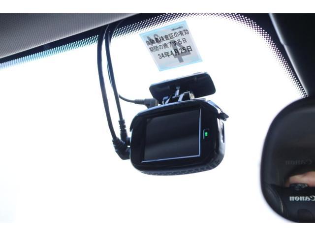 オプションのドライブレコーダーが奨着されています