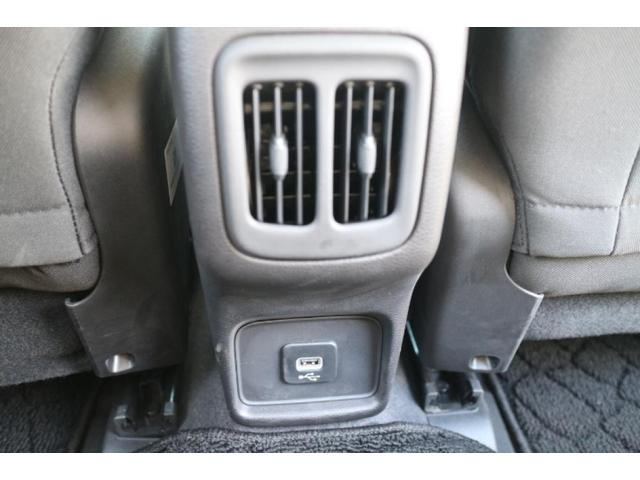 後部座席にもエアコンとUSBポート