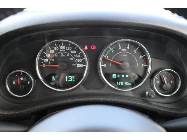 サハラ 人気のボディカラーアンヴィルの2ドア・サハラが入庫致しました。ワンオーナーで走行距離も少なくグッドコンディションの認定中古車です!小回りが効くので普段使いに最適な1台です!(7枚目)