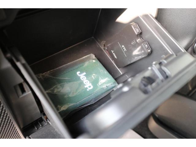 サハラ 人気のボディカラーアンヴィルの2ドア・サハラが入庫致しました。ワンオーナーで走行距離も少なくグッドコンディションの認定中古車です!小回りが効くので普段使いに最適な1台です!(11枚目)