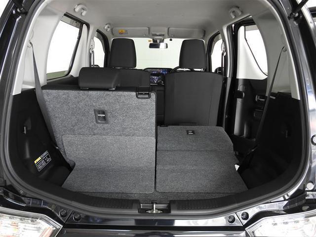 シートは分割可倒、色々な大きさの荷物にも対応できます