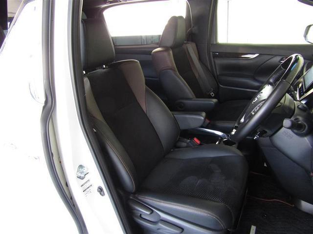 ホールド性の良いフロントシートはロングドライブでも疲れ知らず!!