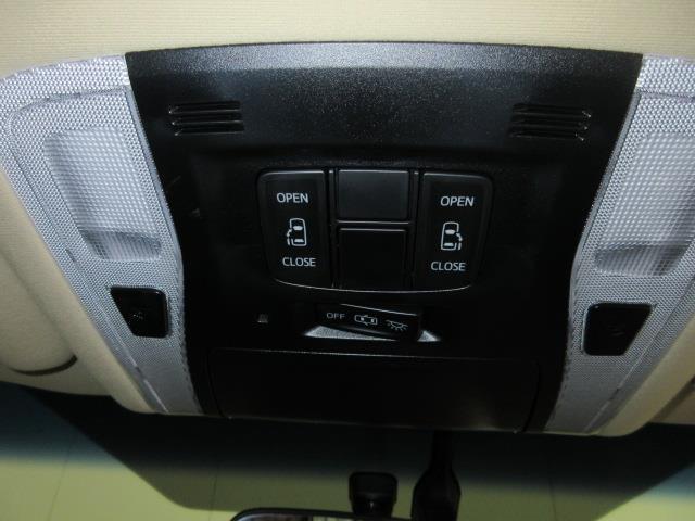 運転席から操作が出来る両側パワースライドドア。