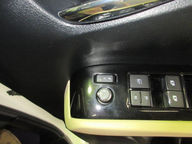 オート電動格納ミラー、ドアをロックすると自動で格納します。