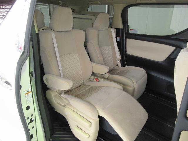 オットマン付きキャプテンシートで、ロングドライブも快適です。