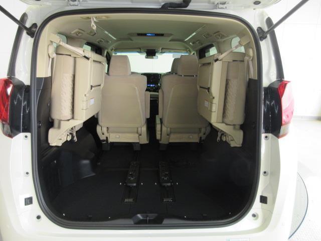 後席シートを起こせば更に荷物が積めます。