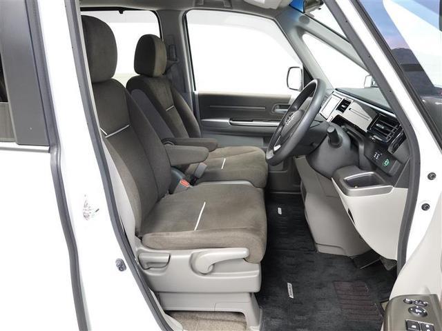 ロングドライブでも快適なシートです。