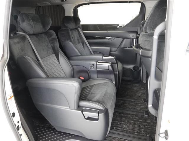 セパレートタイプでゆったり乗車のセカンドシート!!オットマンも装備しております。