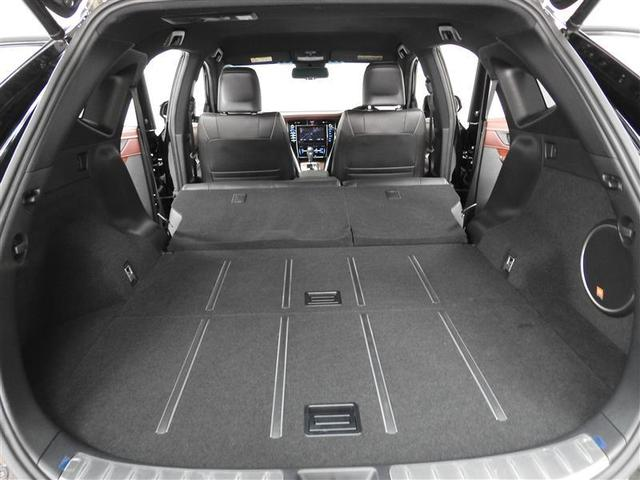 リヤシートを両方倒せば長い物や大きな荷物が積載可能。