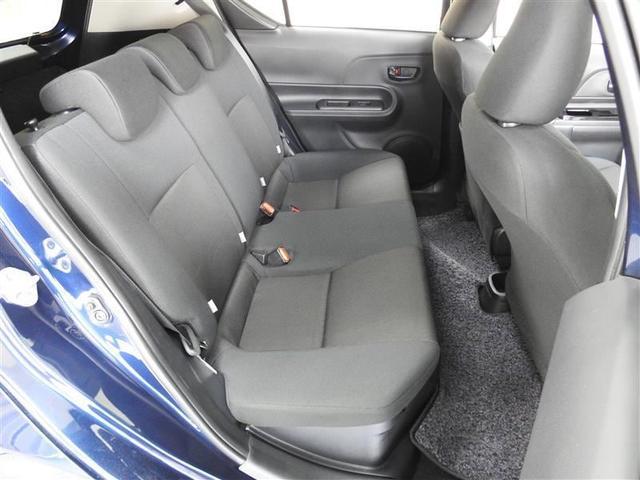 3人乗車可能なリヤシートです。