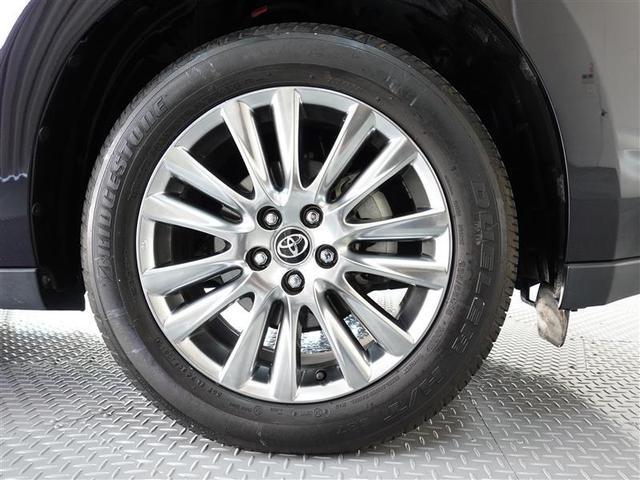純正アルミホイール装着、タイヤサイズは235/55R18です。