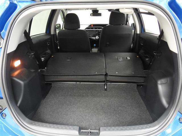 リヤシートを左右前に倒せば長尺物や大きな荷物も積載出来ます。