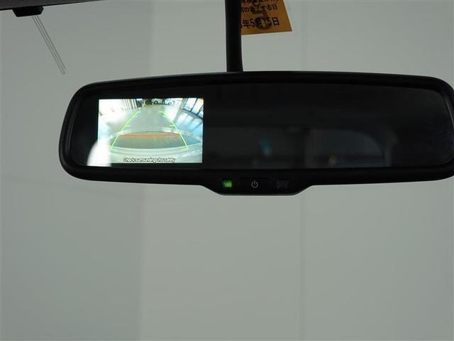 ルームミラーにはバックカメラのモニター機能があります。