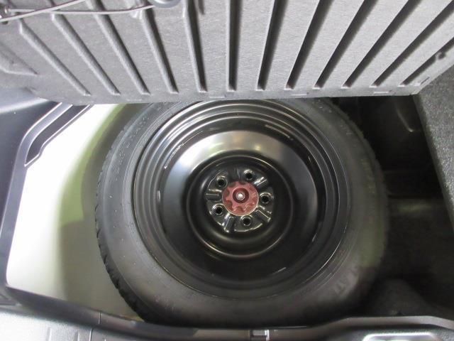 ラッゲージルーム床下には、応急用テンパータイヤを搭載してます。