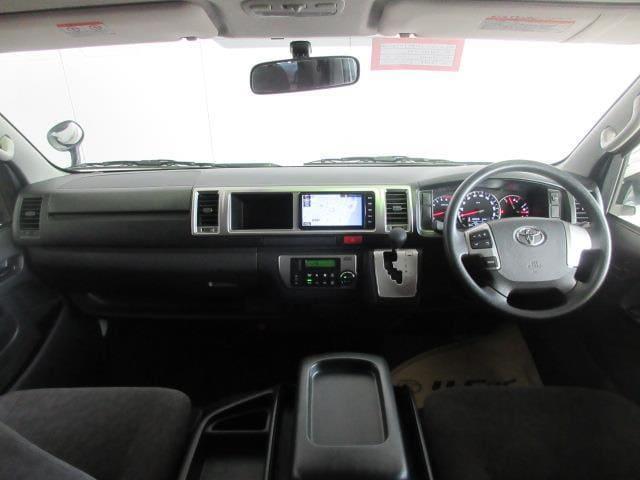 使いやすく運転しやすいレイアウトのコックピット。